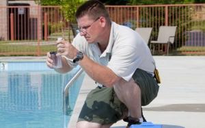 Comparador visual colorimétrico para control de calidad de agua